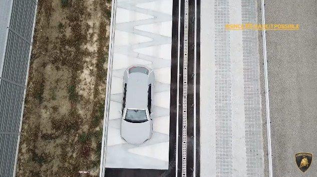 ランボルギーニが新工場の様子を動画にて連続公開新型車ウルスのテスト風景や製造状況もあわせて紹介