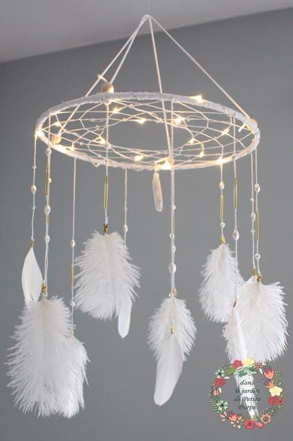 Le produit Attrape rêves mobile lumineux - Eclats de magie est vendu par Dans le jardin de Petite Purpe - Création de rêves dans notre boutique Tictail. Tictail vous permet de créer gratuitement en ligne un shop de toute beauté sur tictail.com