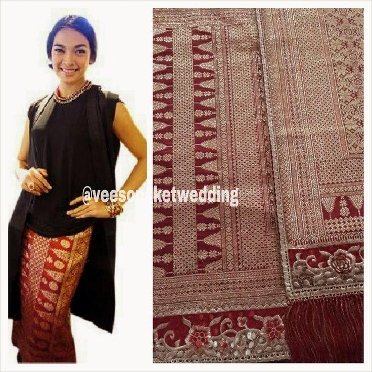 For Rent : Songket Palembang Nago Besaung Tumpal Pucuk Rebung - Tersedia 2 set (untuk seragam ibu pengantin / besanan). Tlp/SMS/WA : 081294422133