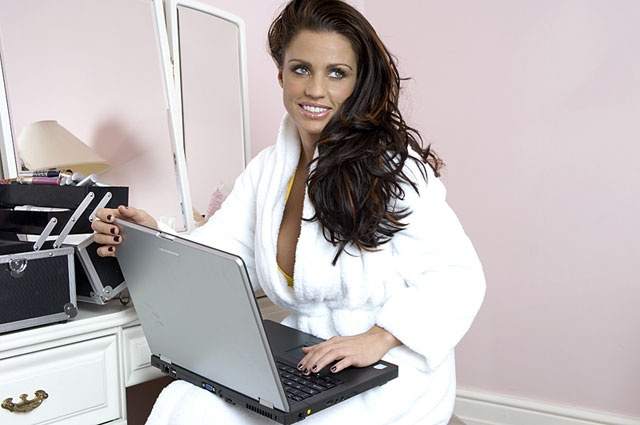 Katie Price plays Foxy Bingo whilst getting ready too!