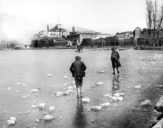 Στην παγωμένη λίμνη Ιωάννινα, 10.02.1929 Φωτ. Απόστολος Βερτόδουλος Αρχείο Α. Βερτόδουλου