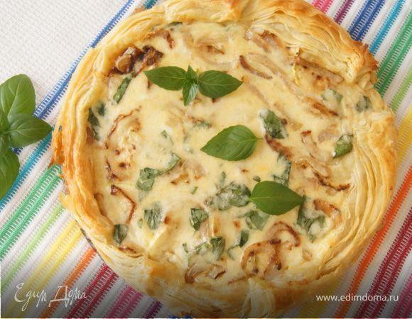 Тарт с кабачком и базиликом на слоеном тесте Предлагаем приготовить легкую закуску, которая подойдет для пикника. Хороша как в теплом, так и в холодном виде. #едимдома #рецепт #готовимдома #кулинария #домашняяеда #тарт #кабачок #базилик #закуска