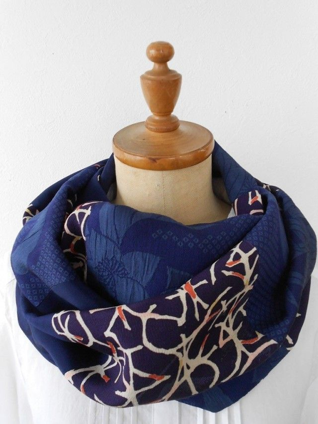 vintage kimono scarf / *アンティーク着物*花柄織り出し着物と柄着物のスヌード - 松﨑 知右