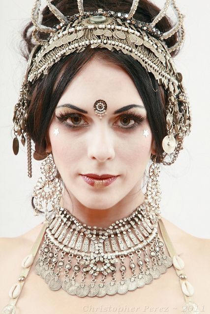 Tiare Tashnick | Danseuse - Nagasita Tiare Tashnick    aka: Naga Sita - this women is AMAZING!!!!  Watch her on YOUTUBE