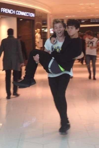 Calum please put on a belt! <<<<<<< I love calum without a belt (;