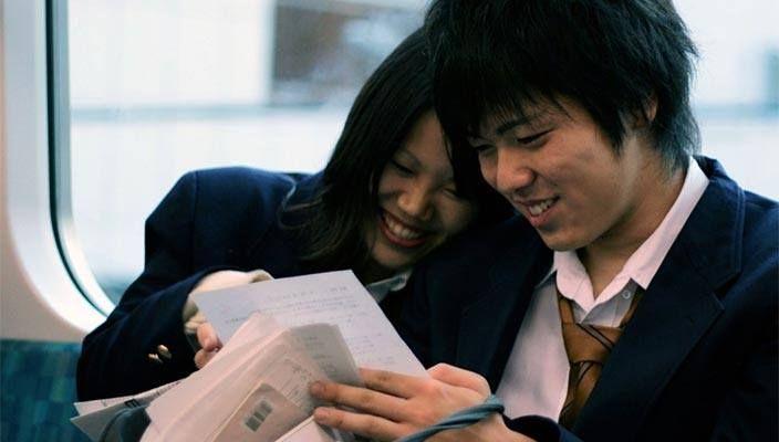 """Il 35% dei giovani in Giappone non è interessato al sesso. Mentre per le donne il sesso """"distrae dalla carriera"""". Questo quanto emerso da una recente inchiesta di The Guardian. Di Valeria Nastri"""