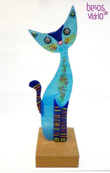 Escultura gatito azul... by https://www.facebook.com/besos.devidrio