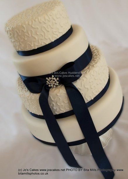 4 Tier Ivory and Navy Blue Wedding Cake
