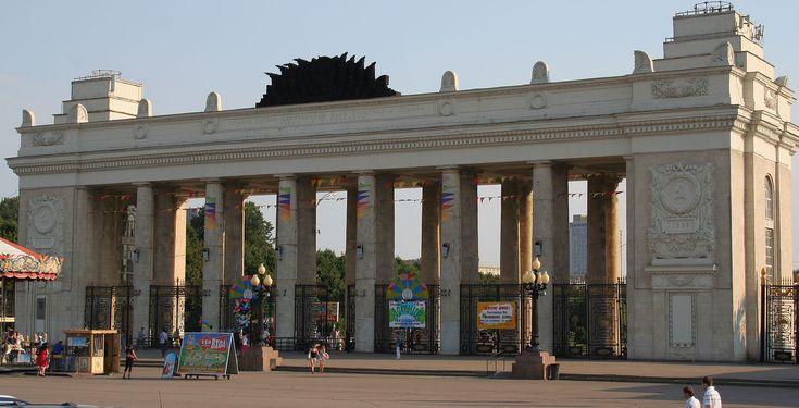 Moscow Gorky Park entrance.jpg