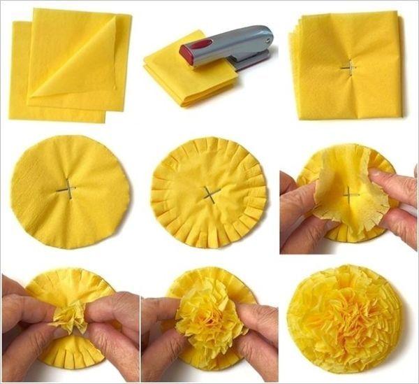 Um diese Blumen zuerst herzustellen, müssen Sie zwei Lagen Tücher oder ein Nickerchen machen.