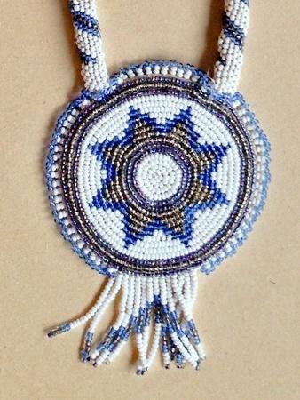 Perlesmykke i indianerstil