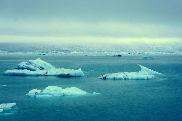 Islandia es uno de los lugares más maravillosos e impactantes del planeta. En él se entremezclan fenómenos tan impresionantes como volcanes, glaciares, geisers, auroras boreales y paisajes que han sido el plató de las películas con mejor fotografía. Islandia esSeguir leyendo