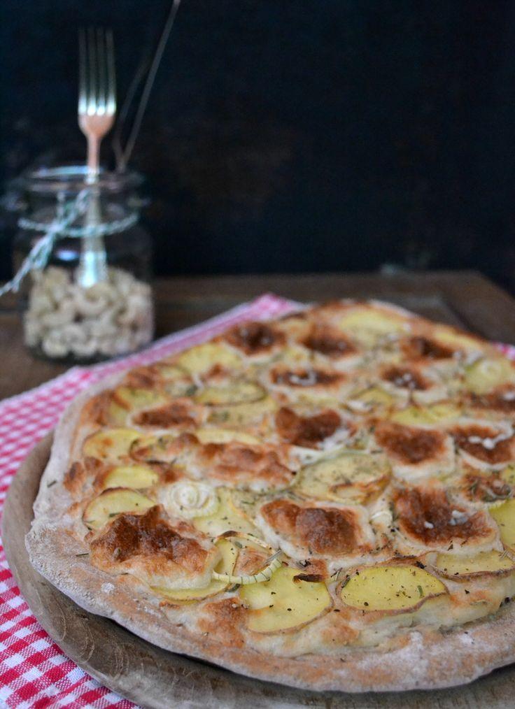 Kartoffelpizza mit Cashewkäse und Rosmarin <3 #vegan