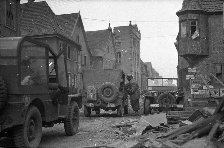 Le 19 mars 1945, le 2e bataillon du 4e RTT (Régiment de Tirailleurs Tunisiens) s'apprête à attaquer le village de Scheibenhardt (le pendant du village alsacien de Scheinbenhard). L'artillerie de la 3e DIA (Division d'Infanterie Algérienne) pilonne les maisons qui bordent la Lauter. En fin de journée, le premier village allemand est pris par le 4e RTT. Ce succès est assuré par l'arrivée des chars du 6e RCA (Régiment de Chasseurs d'Afrique).