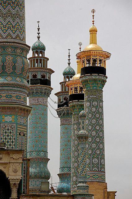 La decoración geométrica de los minaretes del Santuario de Fátima en Qom(Irán). | Matemolivares
