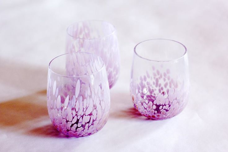 On close observation these tumblers of Murano glass are clearly the result of meticulous study and careful experimentation.This product line also includes a decanter.This set consists of six glasses of crystal glass from whose base unfurls a whirl of pink petals that wind themselves half-way up the surface. Get em here! http://www.abatezanettimurano.com/en/murano-glass-glassware/glasses/flair-pink-glasses-set.html