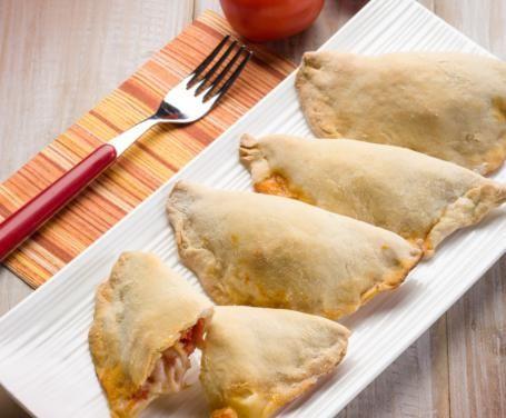 Calzoncelli fritti tipicamente napoletani, preparati con ripieni diversi