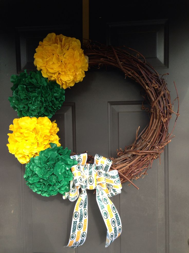 Our DIY Greenbay Packers wreath for football season!