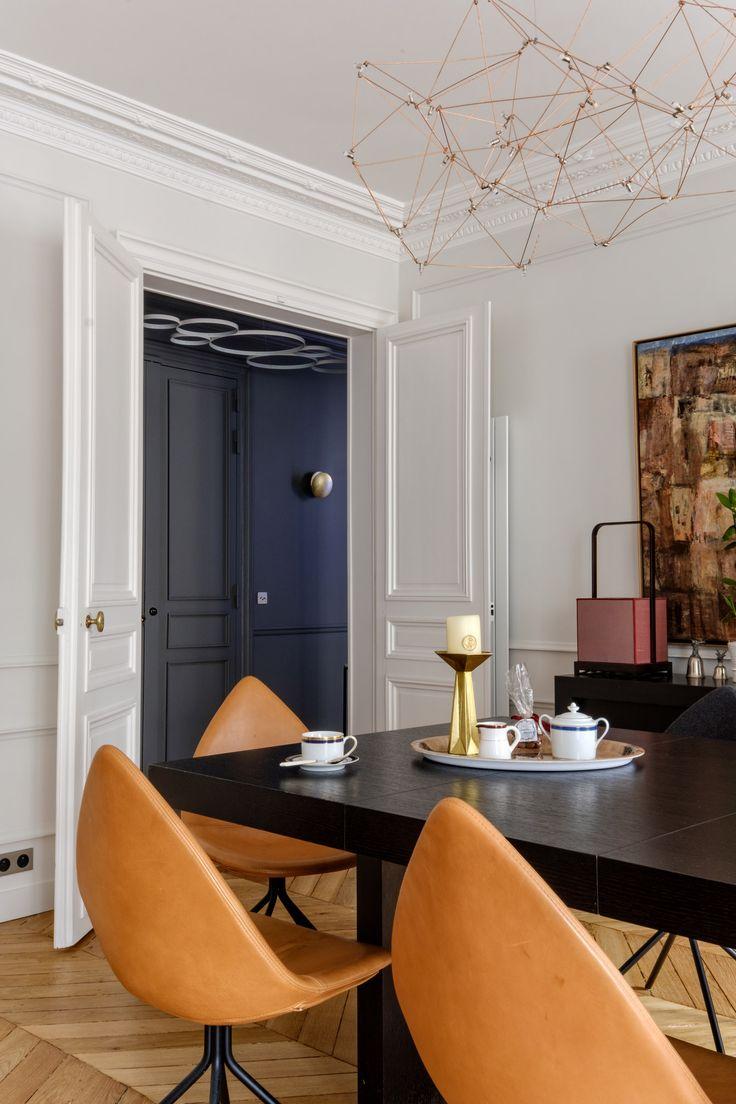 Appartement parisien, parquet point de Hongrie, moulures, suspension en laiton