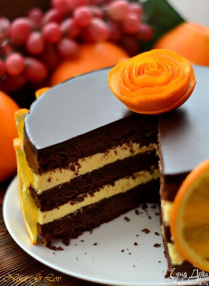Сразу хочу предупредить, не пугайтесь, что столько пошаговых фото, на самом деле торт не сложный в приготовлении. Я его приготовила за пару часов, хотелось все показать, рассказать до малейших деталей. Ведь это моя очень удачная импровизация, торт бесподобно вкусный, мой муж, скажу вам по секрету, сказал, что это самый вкусный торт, который он ел. Очень шоколадный бисквит с легким привкусом апельсина, с нежнейшим апельсиновый кремом, сиропом и горьким шоколадом... Я сначала боялась, что…