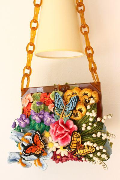 AJCクリエイターズコンテストで賞を頂いたフェルト刺繍作品「秘密の花園」。なんと!この度、札幌三越で展示して頂ける事になりました!!おおお~。私の作品が北...