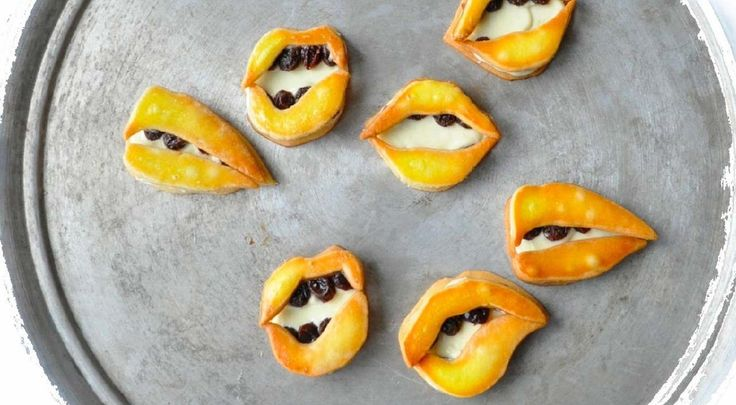 Kiss Cookies?  Kuroiwa's Fancy Treats: Sweet Creations By Ayako Kurokawa: Cookies Monsters, Creative Food, Sandwiches Cookies, Food Photography, Butter Sandwiches, Beautiful Cookies, Ayako Kurokawa, Kiss Cookies, Kuroiwa Patisserie