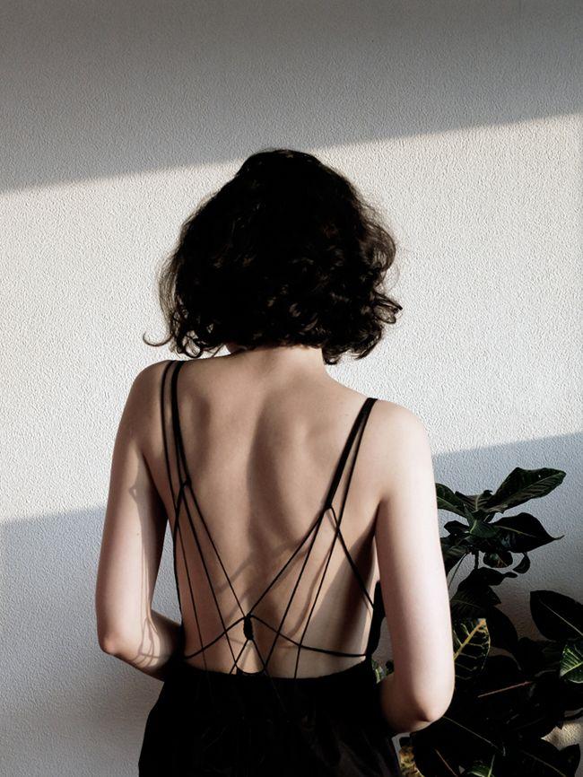 allisonrosecast:  kapuscinska:  cotton jumpsuit with open back 2015 © Katarzyna Kapuścińska  Wow.