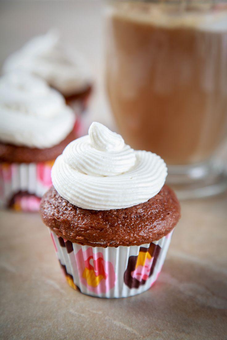 Root Beer Float Cupcakes Recipe via Bakingbeauty.net #rootbeer #recipe #cupcake