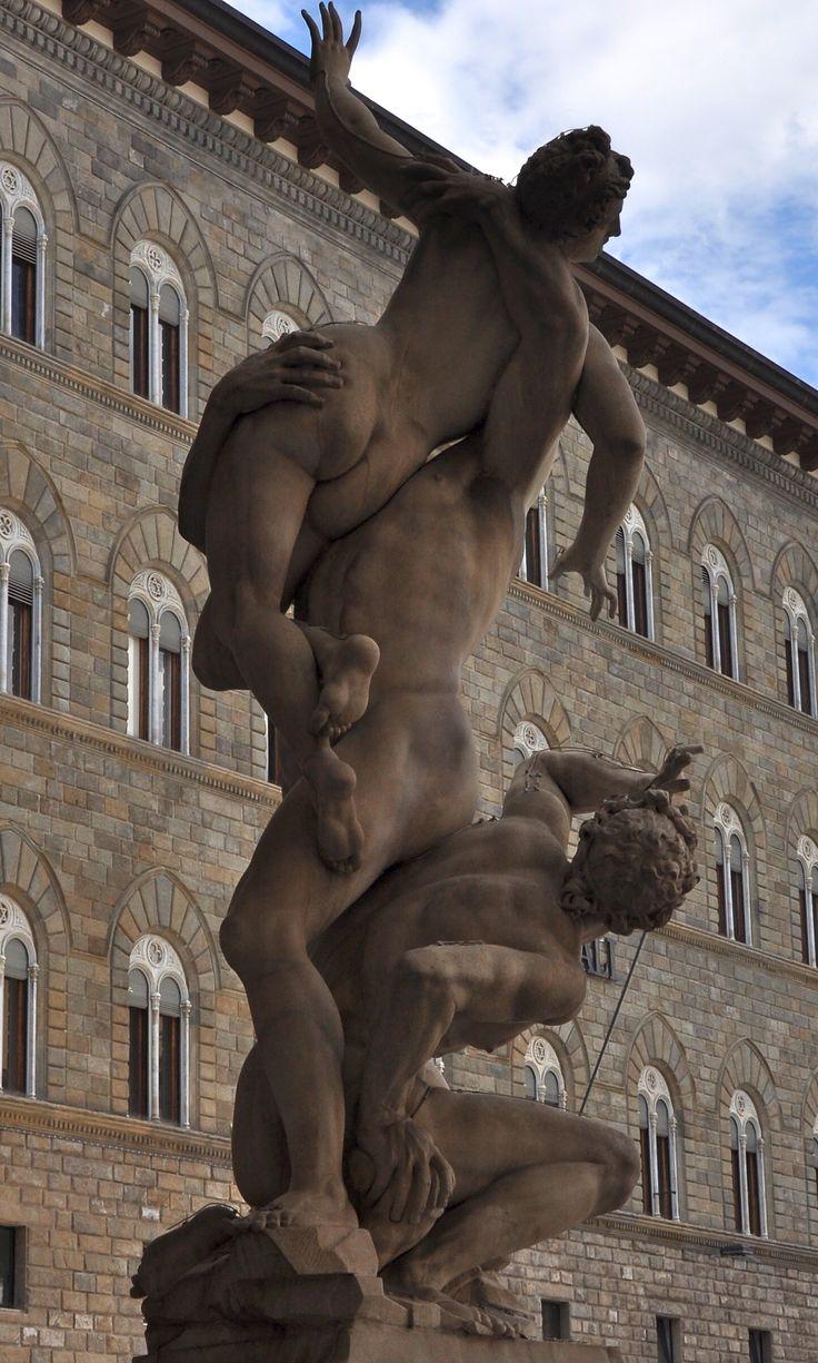 """Firenze: i """"Il ratto delle Sabine"""" di Jean de Boulogne (il Giambologna)"""