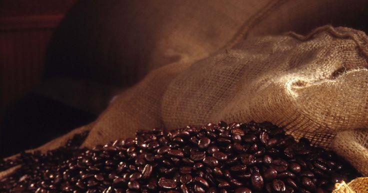 Projetos com sacos de juta. Sacos de juta são sacos feitos de estopa ou musselina, frequentemente utilizados para o transporte de grãos, milho, feijão, batata e outros produtos agrícolas. Estes sacos são geralmente marcados com letras coloridas, listras e logos. Devido a sua aparência vintage e por serem feitos com tecidos fortes e duráveis, eles podem ser reutilizados para ...