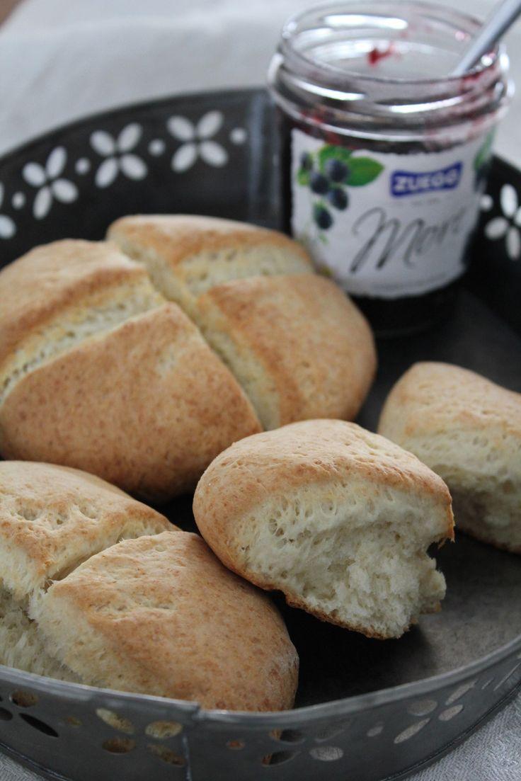 Scones er raskt og enkelt. Disse grove sconesene passer ypperlig på frokostbordet, og kan steke mens du gjør morgenforberedelsene.