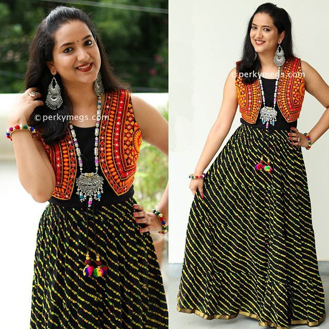 Try mirror jacket with cotton skirt this navratri for garba.Ethnic jacket Leheriya skirt. Indian jewellery. Oxidised silver jewellery. Afghani jewellery indian. For more garba outfit ideas check out my latest garba lookbook. Check out my youtube channel Perkymegs for more such Indian ethnic fashion, makeup and beauty ideas.