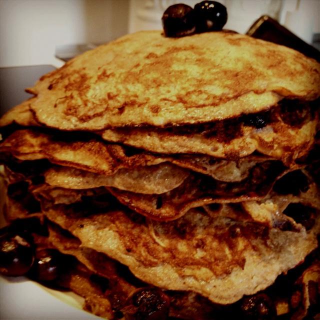 Pancakes: 3 eggs, 1 banana, cinnamon, coconutoil.
