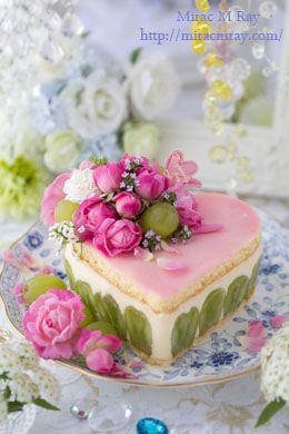 Pink & Green Fraisier Style Heart Shaped Grape Cheese Custard Cream Cake ピンク×グリーン フレジエ風ハート型葡萄のチーズカスタードクリームケーキ