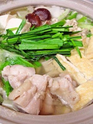 楽天が運営する楽天レシピ。ユーザーさんが投稿した「お家で簡単★塩ちゃんこ鍋★美味い!」のレシピページです。鍋でほっこり温まりませんか?ホッとする美味しさが広がる最高の味わいに仕上がりました♪是非ご賞味ください(*´∀`*)。お家で簡単★塩ちゃんこ鍋★美味い!。★水,★鶏がらスープの素,★塩,★ニンニク(すりおろしニンニク),★生姜チューブ,白菜,白ネギ,シイタケ,油揚げ,えのき
