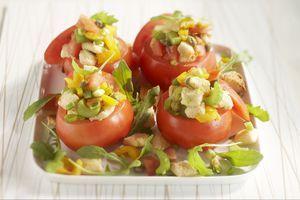 Tomaten gevuld met ansjovis-broodsalade! http://www.brood.net/recepten/vis/tomaten-gevuld-met-broodsalade