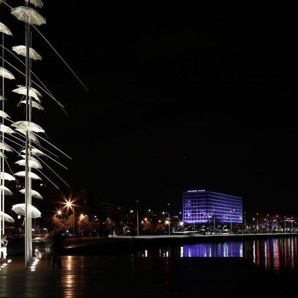 Νυχτερινή βόλτα στη νέα παραλία Θεσσαλονίκης.