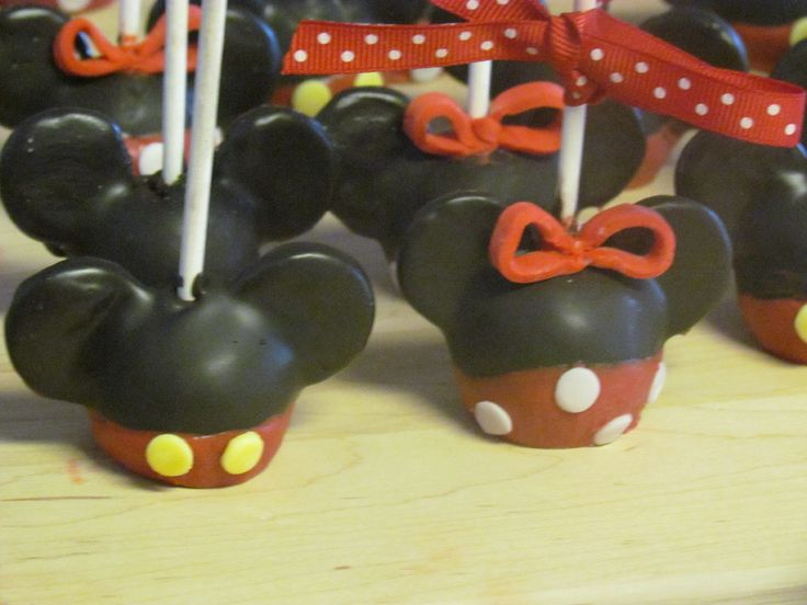 *Cakecentral.com* Mickey and Minnie cake pops