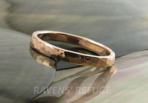 14k oro martellato wedding band / accatastamento anello in