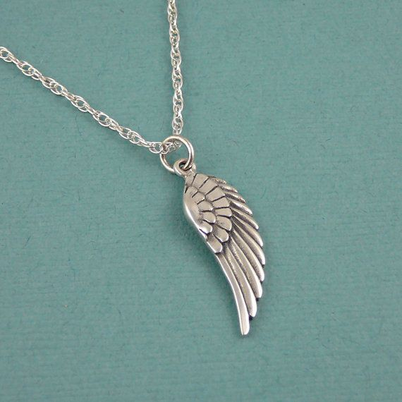 Another pretty angel wing necklace...