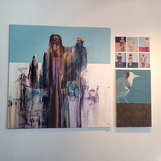 @gallerifinearts photo: #ny inspirasjonsvegg klar i galleriet #miagjerdrumhelgesen#gunillaholmplatou#bodilwonschantz. Velkommen til vår på brygga #akerbrygge#tjuvholmen#kunst#gallerfineart#oslo