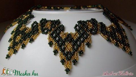 Zöld - Arany fűzött gyöngy nyaklánc, nyakék, ukrán minta alapján (AmbrusValeria) - Meska.hu