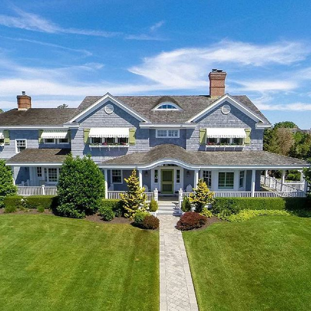 South of the Highway stunner! Enjoy luxury living in the Hamptons in a traditional 5,500 sq. ft. 611.11m2 home with 5 bedrooms, 4.5 bathrooms, heated swimming pool, and waterviews.  Listed by Christine Byrne   $4,490,000   WEB # 35922  #hamptons #hamptonsrealestate #realestate #quiogue #quioguerealestate #quogue #westhampton #westhamptonrealestate #realestateagent #traditionalhome #hamptonshomes