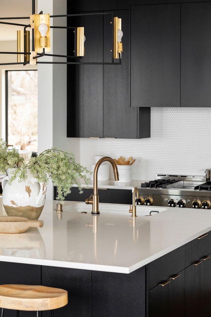 white quartz kitchen island with gold hardware in 2020 modern black kitchen white quartz on kitchen island ideas white quartz id=56914