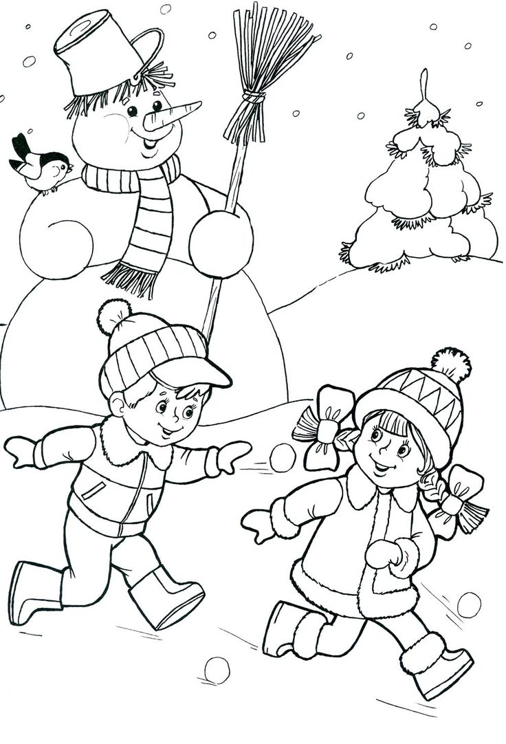 Дети играют зимой в снежки