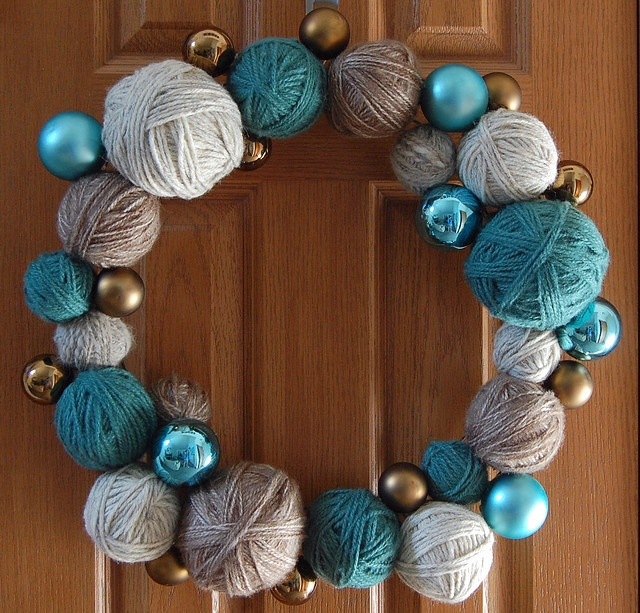yarn ball wreath, sweet!