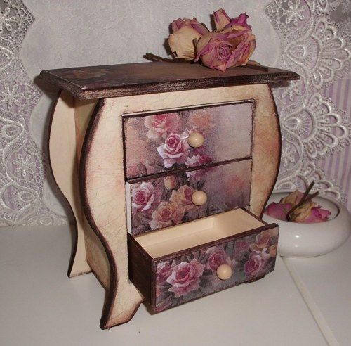 17 best images about decoupage on pinterest shabby chic do it yourself and trays. Black Bedroom Furniture Sets. Home Design Ideas