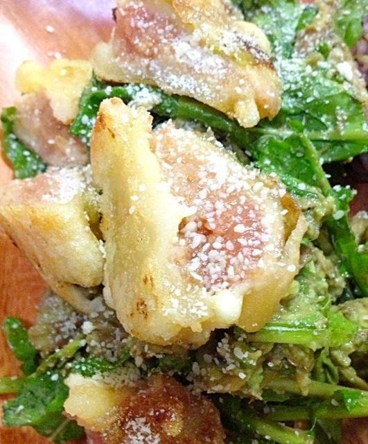 イチヂクフリッターの甘みとバルサミコ酢とサーディンオイルの酸味が美味しい! - 60件のもぐもぐ - イチヂクフリッター!サーディンアボのルッコラサラダ! by MALONERIKO