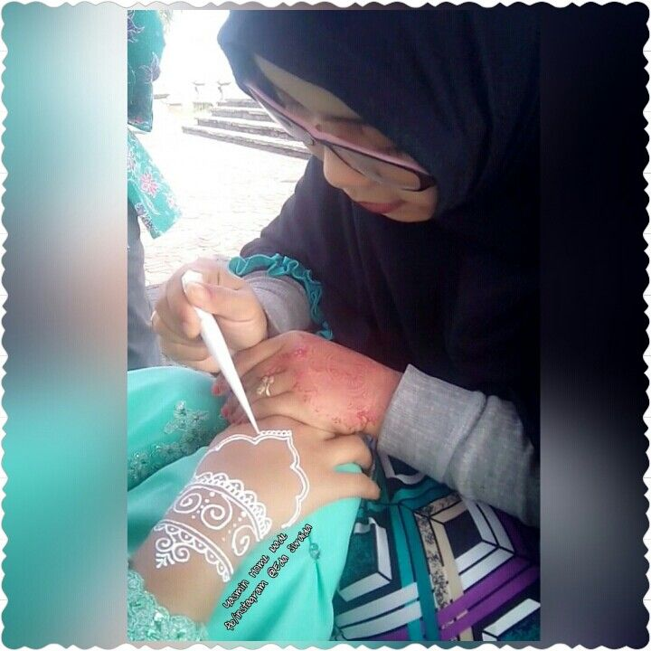 Proses henna party...