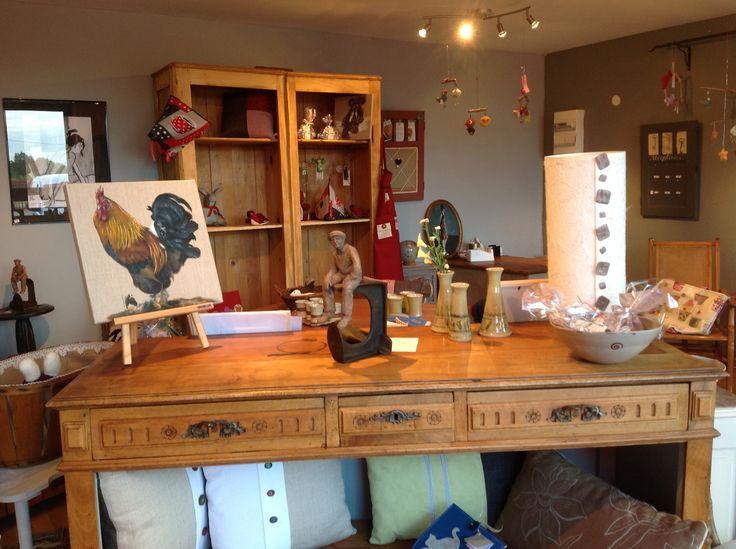 Dans ma boutique, vous trouverez des idées cadeaux a tous les prix. Savons, terre cuite, poterie, tableaux, coussins, lampes, etc.... Tout est de fabrication artisanal.